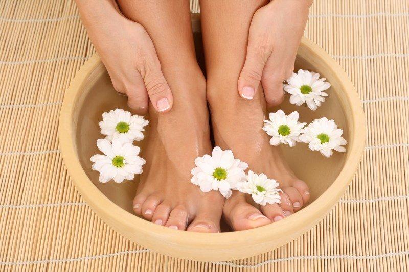 Як зробити ванночку для ніг c перекисом водню або горчицой Маски