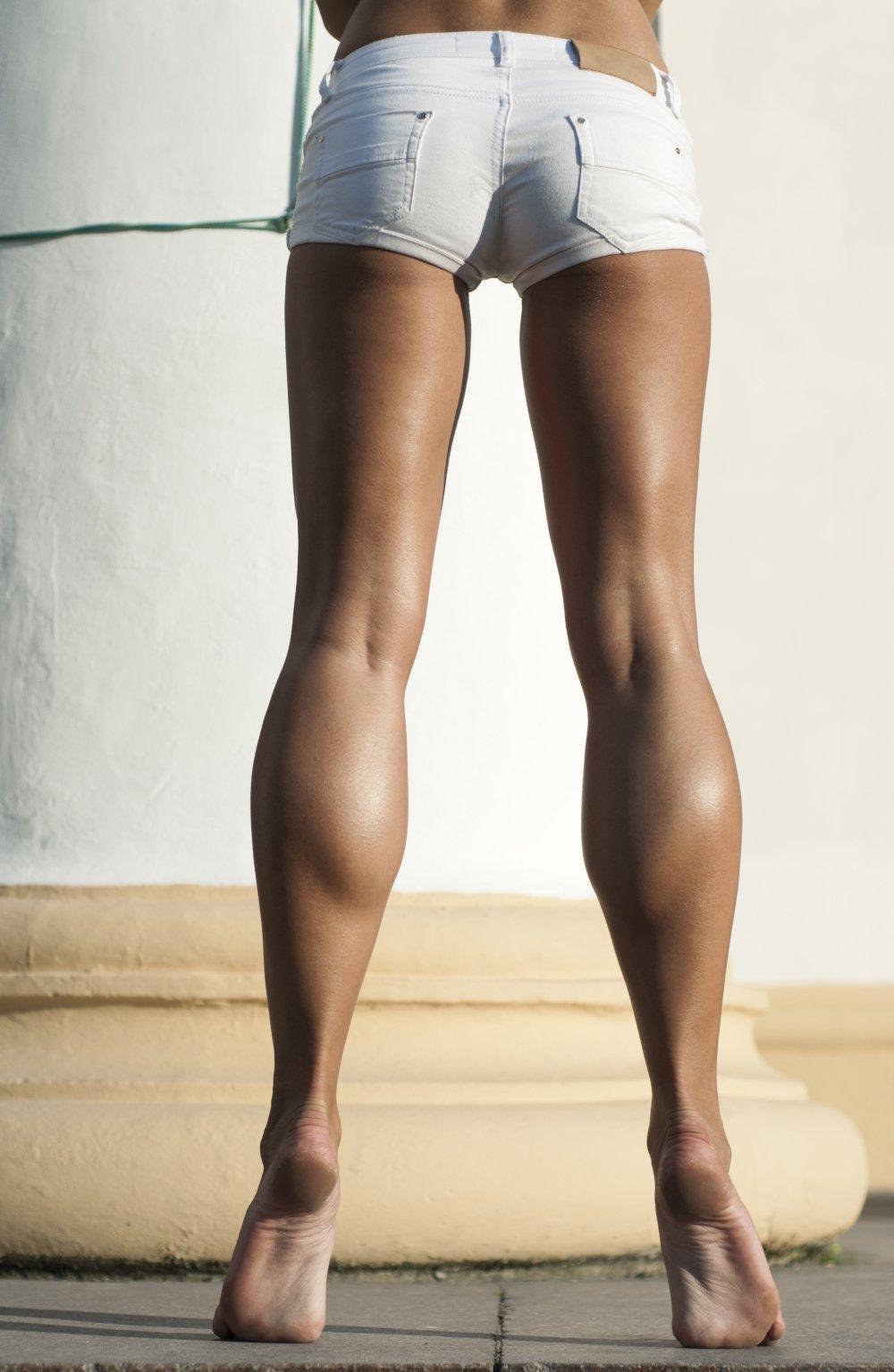 Женские икры на ногах фото