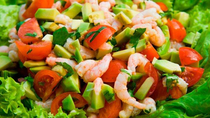 Салат с авокадо с креветками с
