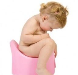 Чому виникає білий пронос у дітей?