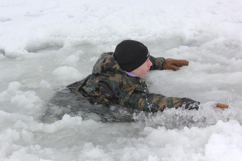 картинки провалился под лед