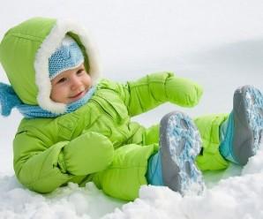 При якій температурі повітря дитині потрібна шапка? Відповідь всезнаючого доктора Комаровського.